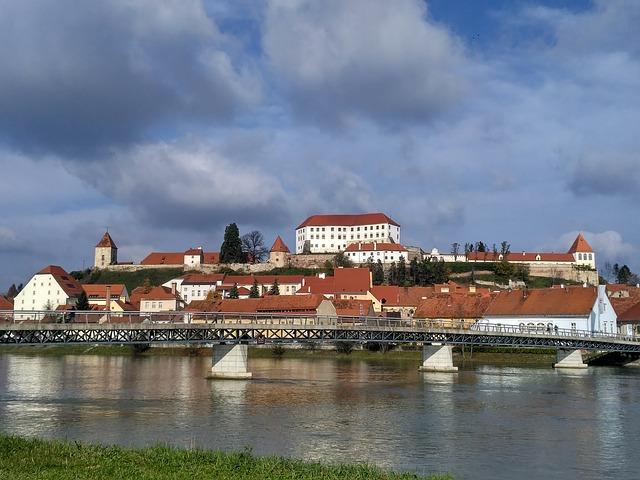 město za řekou