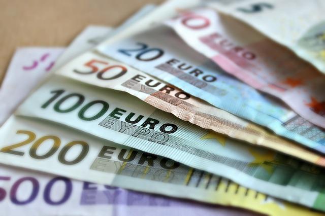 papírové eura.jpg